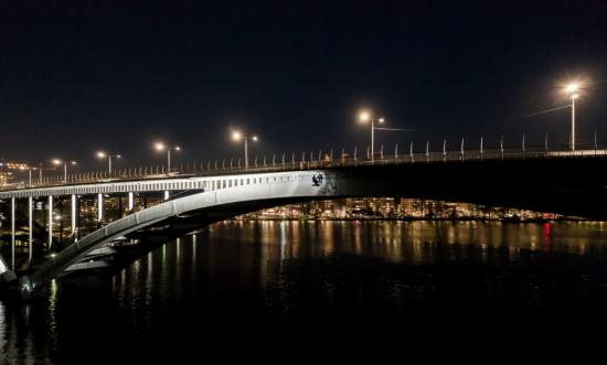 Ljussättning av Västerbron i Stockholm av Klätterservice AB.