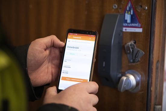 Efter intstallationen konfigureras låssystemed med appen Ease CheckIn, som också kan användas som personalliggare.