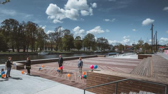 Under invigningen medverkade Pernilla Logren, projektledare för Norrtälje Hamn, Bino Drummond (M) och Ulrika Falk (S). Presschef Lars Lindberger ledde den digitala invigningen som livesändes på Norrtälje kommuns Facebooksida.