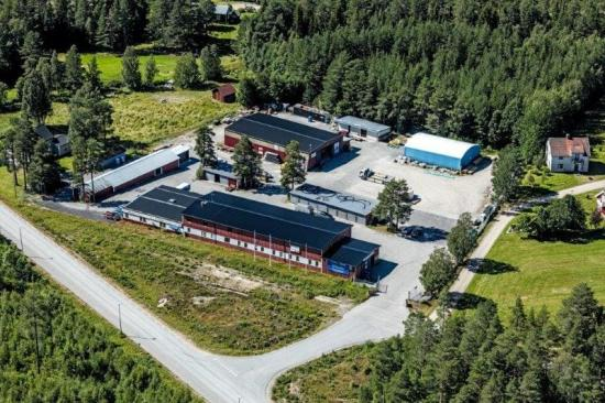 Flygfoto av Byggvaruhuset Forslunds i Nordmaling som nu förvärvas av Bygma.