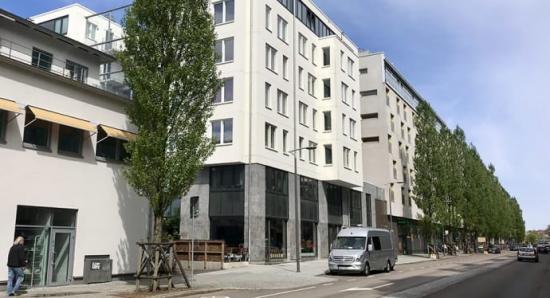 Strategiskt placerade träd och byggnader kan motverka höga luftföroreningshalter i gaturummet.