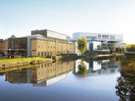 Eitech installerar Kulturkvarteret - en ny mötesplats för alla i Örebro. Kulturkvarteret blir en byggnad på 14 000 kvadratmeter fördelat på sex våningar. I huset kommer verksamhet att bedrivas av stadsbiblioteket och en kulturskola med inriktning mot konst, musik och dans. I huset finns även flera scener för kulturutövande.