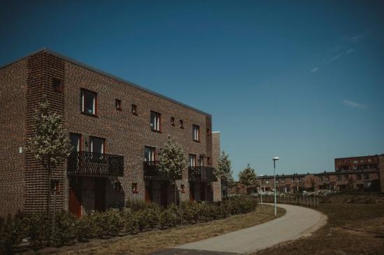 Liten skillnad i prisutvecklingen för bostäder som helhet, men stor skillnad mellan bostadstyperna.