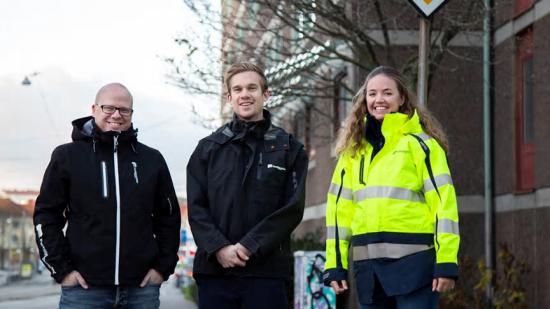 Mikael Lunneblad KMA-samordnare, Filip Elfström, biträdande projektledare och Josephina Wilson, projektutvecklare på Familjebostäder i Göteborg.