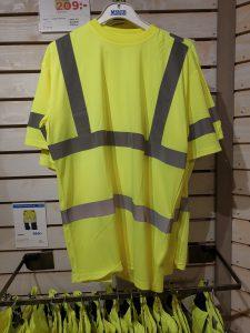 De olika delarna till en lager på lager-klädsel kan alla fås med varselmärkning.
