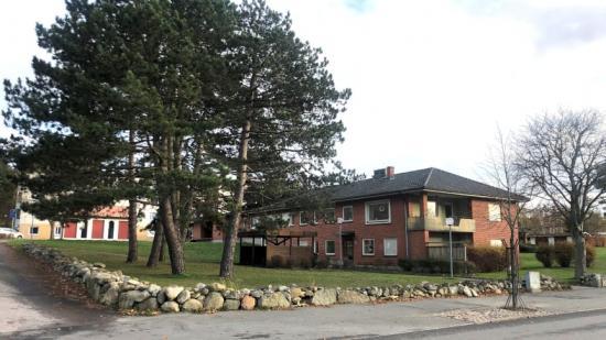 JSB Construction AB bygger nya äldreboendet Brogården i Bromölla. Ett projekt värt 75 miljoner kronor. Det är Bromölla Kommun som står som hyresgäst med verksamhet inom äldreomsorg, ägare och förvaltare är fastighetsbolaget Brinova Lugnet AB.