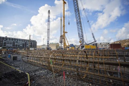 Maskinen som borrar för Karlatornet har fått namnet Starka Karla och väger hela 250 ton.