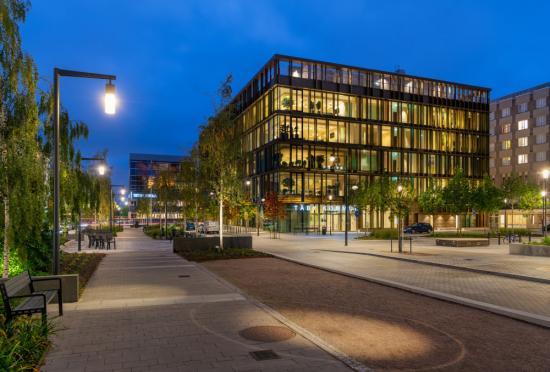 Det nya arkitekturprogrammet för Täbys regionala stadskärna beskriver kommunens ambitioner av att skapaen vacker, väl fungerande och hållbar stadskärna att leva, bo och verka i.
