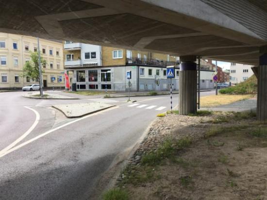 Korsningen Kungsängsvägen-Öxnehagaleden är en av två korsningar som byggs om.