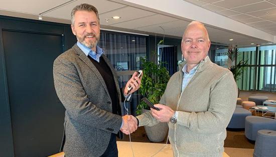 Fredrik Bergegård, försäljningsdirektör Ahlsell Sverige AB och Anders Eklund, produktchef Myloc Construction.