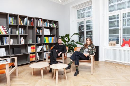 Jakob Örtendahl och Johanna Nordin i de nya lokalerna på Vasagatan 40.