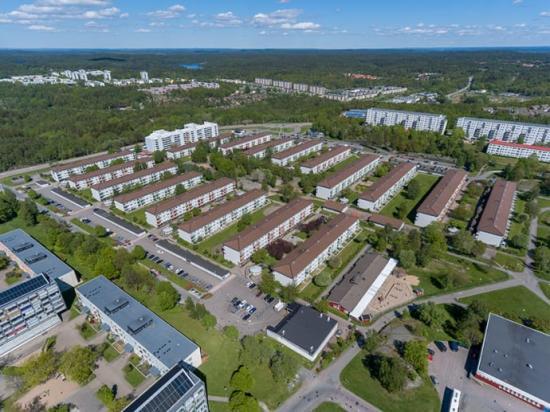 Solhus 5 innebär att 8 av 17 hus på Saffransgatan och Timjansgatan i Norra Gårdsten ska få solceller på taken.