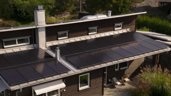 Exempel på en solcellsanläggning från Cellsolar.