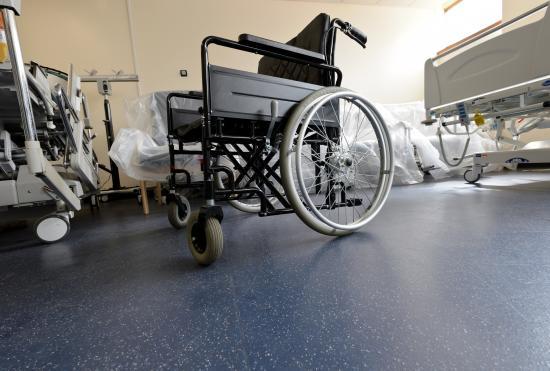 Stegsäkra Altro XpressLay lämpar sig speciellt till sjukhus då det halverar installationstiden jämfört med traditionella golv - och samtidigt är lätt att rengöra tack vare Altro Easyclean teknologin.
