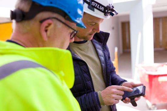 I partnerskap med Teamhub har Hogia utvecklat stöd för automatisk uträkning av tid-, ackords- och resultatlön samt lärlingslön enligt lönebestämmelser i Byggavtalet.