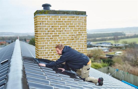 Mataki Rubber Steel används för att täta runt olika takdetaljer såsom skorstenar, takfönster, ventilation, takkupor, väggar och andra anslutande byggnadsdelar.