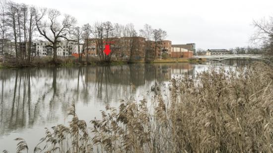 Pilen visar var Brf Åstråket med 35 lägenheter kommer att byggas.