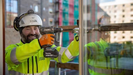 JSB Construction AB hanterar idag både arbetsorder och fakturering digitalt genom AddMobiles projekthanteringssystem.