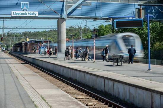 Pendeltågsstationen i Upplands Väsby.