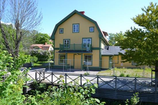 Henriksborg är en av de kulturbyggnader som renoverats i järnvägsparken.