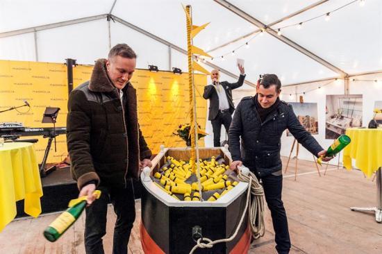 Från vänster Fredrik Lidjan, verkställande direktör Magnolia Bostad, Klas Ljungberg, Affärsområdeschef Magnolia Bostad och Christian Orsing (M), kommunalråd och stadsbyggnadsnämndens ordförande i Helsingborg.
