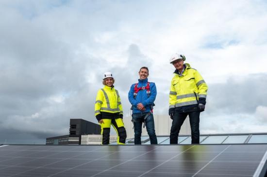 Carina Tollmar, hållbarhetschef E.ON tillsammans med Staffan Fredlund, miljöchef Wihlborgs och Johan Hörlin, kundansvarig E.ON.