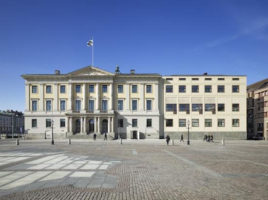 Efter grundlig analys av färgskikt samt arkivforskning valde arkitekterna att återgå till den ursprungliga fasadkulören vid restaureringen av Göteborgs rådhus.