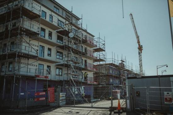 Antalet beviljade bygglov fortsätter att sjunka.