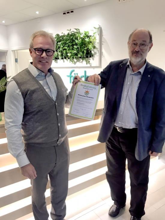 Peter Granstedt, vd och Anders Halldén, styrelseordförande, skriver under klimatinitiativet.