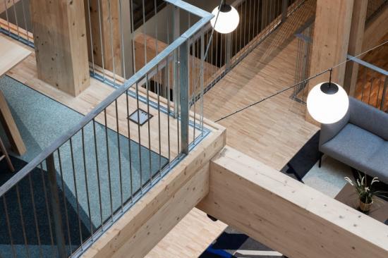 Industriparkett Design 2.0, ett golv av ask frånAlmedalsgolv. Industriparkett i ask till NCCs huvudkontor i Solna. Industriparketten levereras färdig från fabrik - slipad och ytbehandlad med naturell hårdvaxolja. Byggnaden förväntas nå miljöklassning BREEAM Excellent. Industriparkett Design 2.0 uppfyller kraven för att nå den högsta nivån i BREEAM och är tillverkad av FSC-certifierat trä.