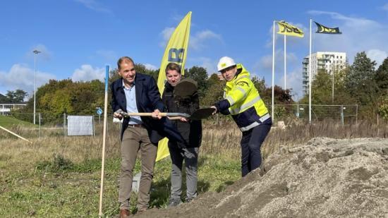 Fredagen den 15 oktober sattes spaden i marken för 113 hyresrätter i Lunds nya område Södra Råbylund. Det första spadtaget togs av Fredrik Leo VD JSB, Fredrik Altin Projektledare LKF och Fredrik Millertson VD LKF.