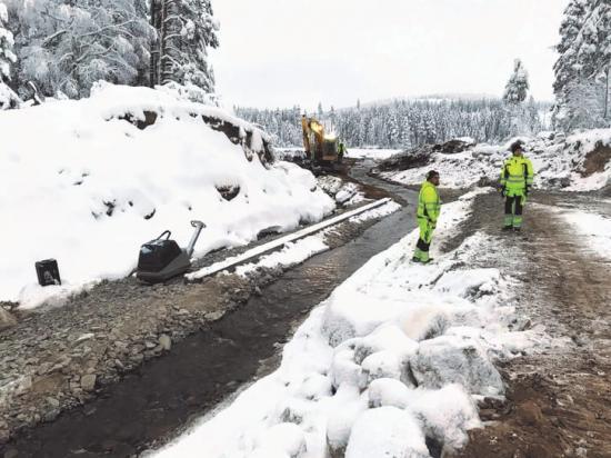 Fortum som ägde dammen bad Norconsult om hjälp för att återställa de erosionsskador dammbrottet orsakat en bra bit nedströms.