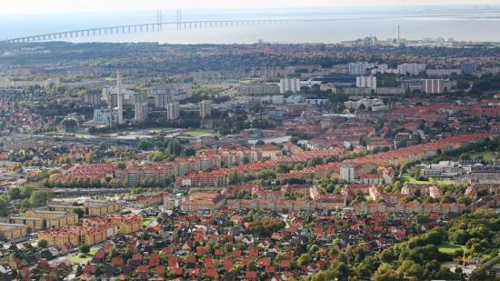 Malmö stad delar varje åt ut Stadsbyggnadspriset för arkitektur och stadsbyggnad och Gröna Lansen för ett miljömässigt hållbart byggande. Bläddra för att se årets finalister!