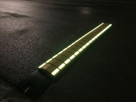 Ljuset ifarthindren från Ljusteknikföretaget TopRight Nordic har unik synbarhet i mörker, genom dimma, rök och regn.