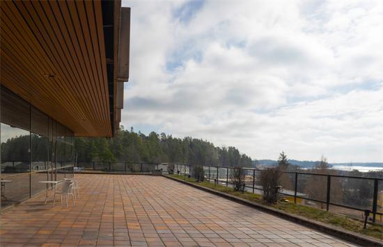 Altan på Täljövikens kursgård.