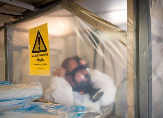 Utan personlig skyddsutrustning för asbest riskerar arbetstagare att skadas.