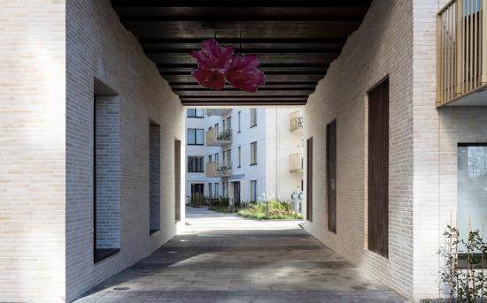 Alprosen ligger på Bällstavägen 28 i stadsdelen Bromma.