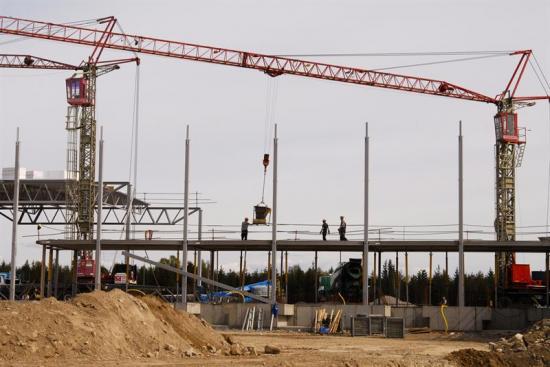 Två tredjedelar av de utstationerade jobbar i byggsektorn och förklaringen till ökningen är troligen den starka byggkonjunkturen.