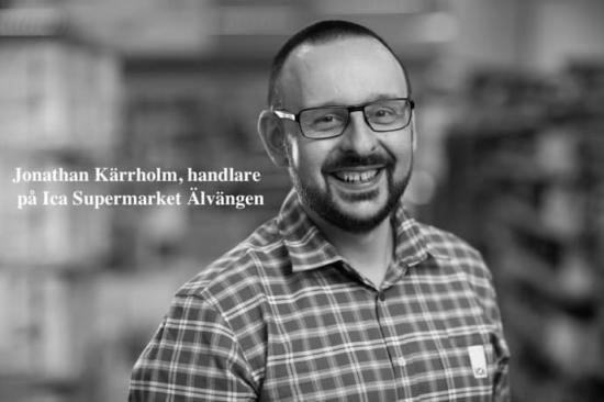 <span>Jonathan Kärrholm, handlare på Ica Supermarket Älvängen.</span>