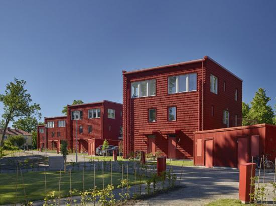 En av de nominerade är Ulfsunda Slottsvillor. <span>Arkitekter är </span>Marianne Ocklindoch Emma Lund, <span>arkitektkontor: </span>Brunnberg&Forshed Arkitektkontor.Se alla nominerade på www.rodfargspriset.se.