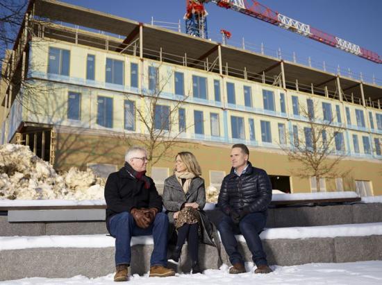 På bilden: Anders Jonsson, VD Sundsvall Energi, Sofie Stark, Affärschef Diös Sundsvall, Patrik Gustafsson, Teknisk företagssäljare Sundsvall Energi.