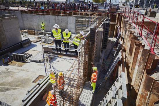 Den 5 maj genomfördes en symbolisk byggstart av det tredje World Trade Center-kontoret i Västra Hamnen. Midroc firade genom att fira ner en tidskapsel med föremål som gjöts in i en framtida pelare igrunden av byggnaden.
