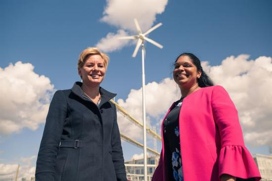Annica Ånäs, Atrium Ljungberg och Emma Feldman, Järfälla kommun vid vindkraftverket.