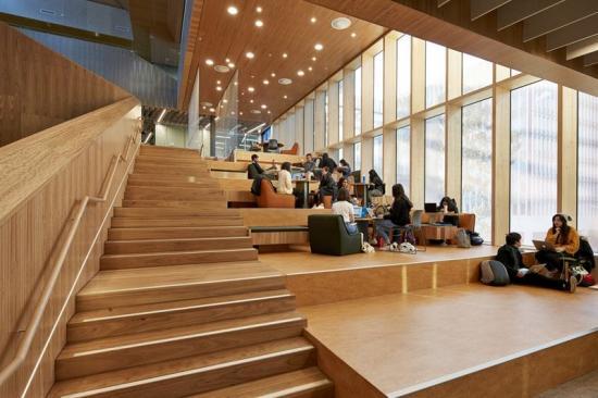 Storafönster skapar en tivsam miljö att studeraoch arbeta i(bilden är en illustration).