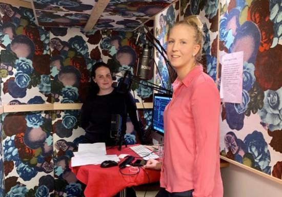 JMs snickarlärlingar Susanne Wacklin och Linn Gergi hörs i Snickarpodden.