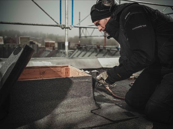 Den enorma summan väckte uppståndelse men Hagmans Tak vill uppmärksamma en viktigare uppgift från rapporten – att läckande tak är det vanligaste byggfelet.