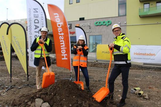 Spadtag Partille Port, på bild ses representanter för Tornstaden, Heimstaden Bostad och Magnolia Bostad.