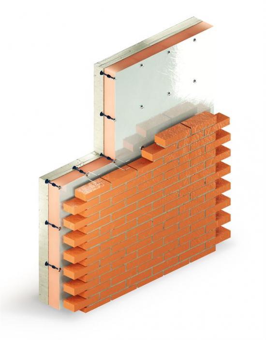 Kombination för ventilerad tegelfasad där murkramlan fästs i fixeringspunkterna.