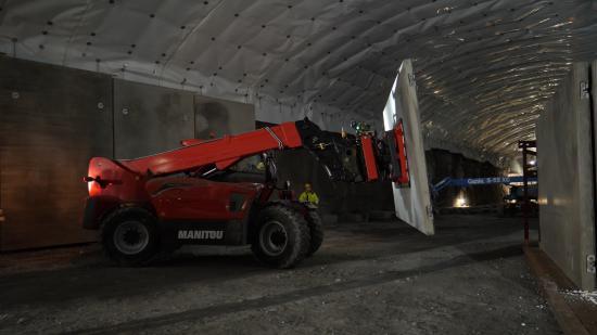 Manitou MHT10130 hanterar inte mindre än 7800 stycken betongelement!