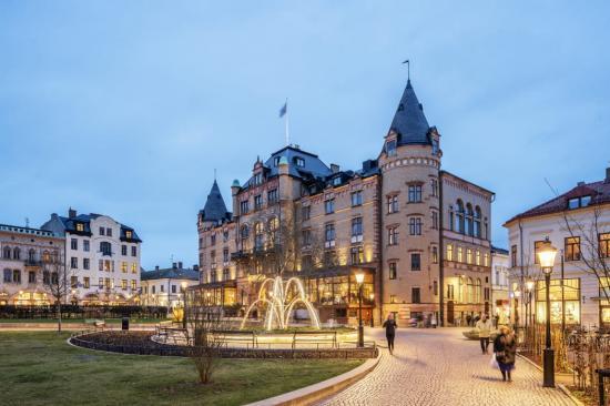 Bantorget med Grand Hotel i bakgrunden.